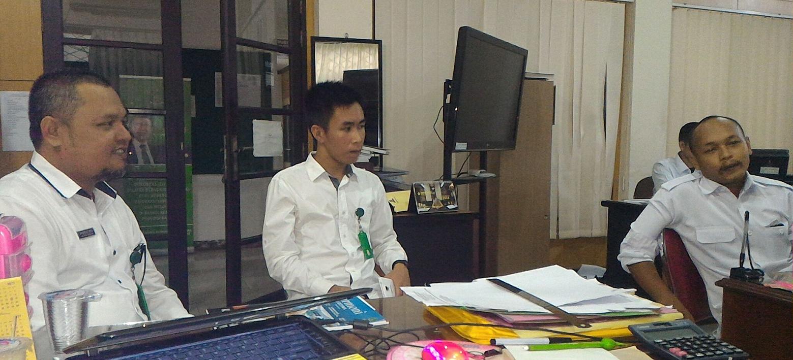 Kunjungan MTs ASWAJA ke dapur redaksi majalah Harmoni Kemenag Kalbar